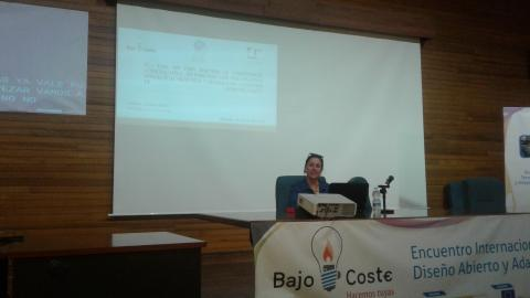 "Marina Calleja presenting EC+ app in the International Meeting ""Bajo Coste"""